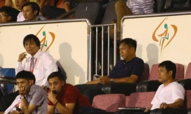 Bị cấm nhưng HLV Đức Thắng vẫn 'lách luật' chỉ đạo Sài Gòn FC