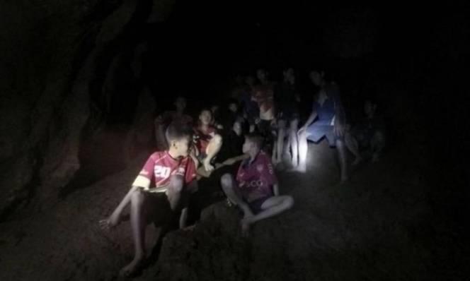 Đội bóng Thái Lan sống sót thần kỳ sau gần 10 ngày mất tích trong hang động