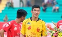 Thủ môn Minh Nhựt bị phạt nặng sau khi 'diễn trò lố' ở V.League