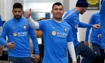 CHÙM ẢNH: Sao Inter kéo nhau vào nhà tập luyện vì tuyết phủ đầy sân