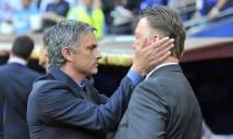 Mourinho bất ngờ ám chỉ Van Gaal về cách dùng người