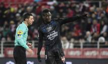 Balotelli bị ăn thẻ vàng vì nhắc nhở CĐV dừng phân biệt chủng tộc