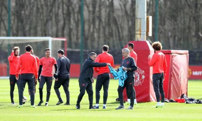 CHÙM ẢNH: Dàn sao MU hào hứng trên sân tập sẵn sàng tái đấu Rostov