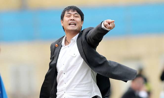 HLV Hữu Thắng đau đầu tìm sân tập cho U22 Việt Nam