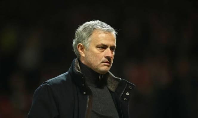 Thất bại tủi hổ, Mourinho gửi thông điệp đến các sếp lớn MU