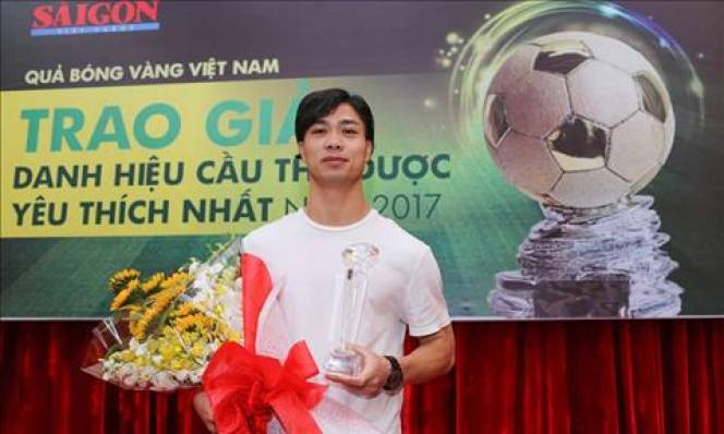 Bị chê ở giải châu Á, Công Phượng vẫn nhận giải thưởng khi về nước