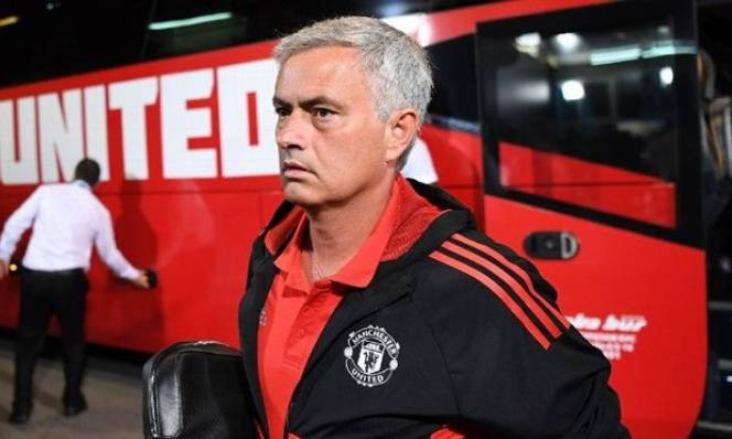 Man Utd, Liverpool rớt top 4, Chelsea tiếp tục vô địch Ngoại hạng Anh mùa tới?