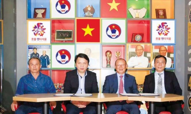 Chuyện lạ sau chiếc ghế HLV trưởng tuyển Việt Nam