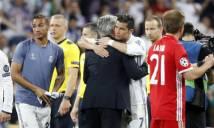 CẢM ĐỘNG: Ronaldo an ủi Ancelotti sau khi lập hat-trick đánh bại Bayern