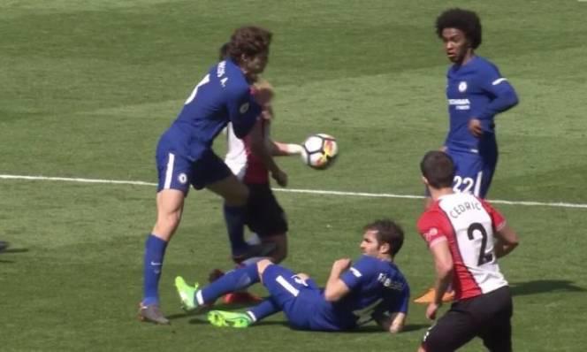 Chơi bóng xấu xí, sao Chelsea sắp bị FA phạt nặng