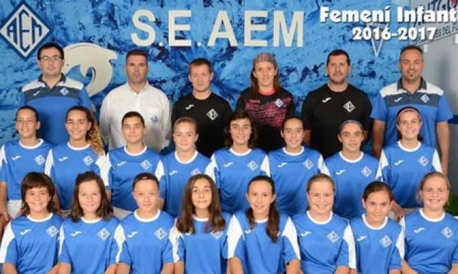 HI HỮU: Đội bóng nữ vô địch giải bóng đá nam