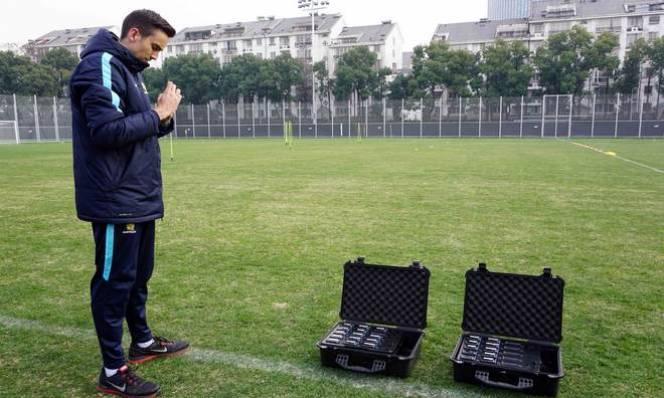 Trước trận với Việt Nam, U23 Úc vác 2 vali 'hàng nóng' ra tập