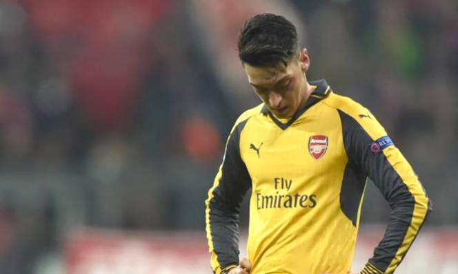 Ozil sa sút nghiêm trọng, Arsenal thực sự lâm nguy