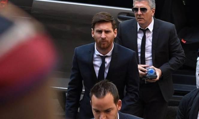 Barcelona bị chỉ trích vì bênh vực Messi trốn thuế