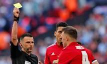 Vì sao Phil Jones không bị đuổi sau tình huống phạm lỗi với Hazard?