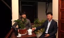 HLV Chung Hae Seong 'choáng' khi làm tướng nhà bầu Đức