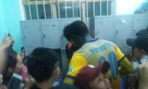 NÓNG: Bùi Tiến Dũng bị CĐV Quảng Nam tấn công sau trận đấu