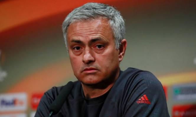 Mourinho nói gì sau khi phá vỡ kỷ lục của Sir Alex?