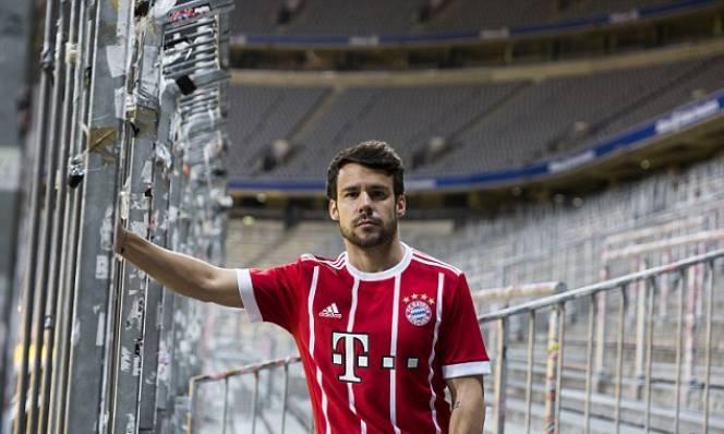 HOT: Bayern Munich chính thức ra mắt áo đấu mùa giải 2017/2018