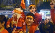CHÙM ẢNH: CĐV đổ ra đường ăn mừng VN vào Top 4 châu Á, hồ Gươm chính thức thất thủ