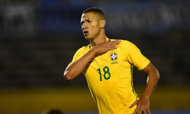 Điểm tin chuyển nhượng sáng 20/4: MU sắm tiền đạo Brazil về cạnh tranh với Martial, Rashford