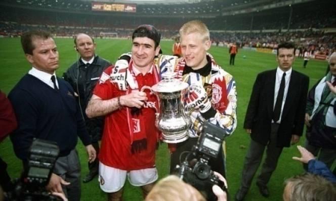 Peter Schmeichel và Eric Cantona từng bị Liverpool 'chê ỏng chê eo'