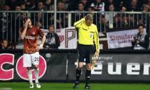 NGÀY NÀY NĂM XƯA: Trận đấu ở Đức bị hoãn vì trọng tài... 'ăn bia' vào đầu