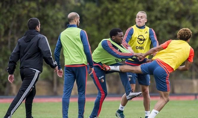 Sao Hà Lan choảng nhau dữ dội trên sân tập