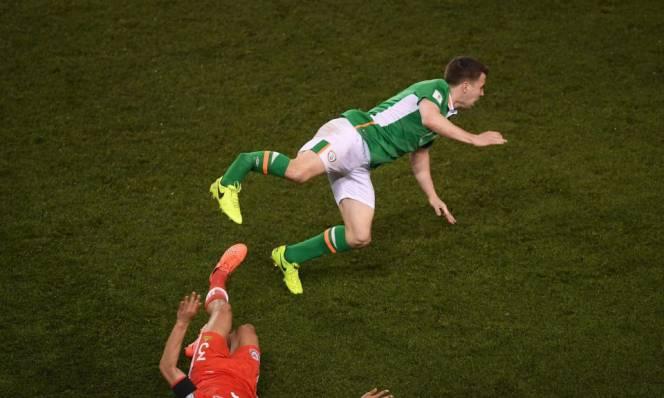 Hậu vệ Everton gặp chấn thương kinh hoàng ở vòng loại World Cup