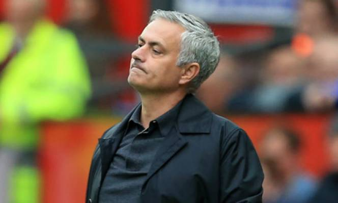 Mourinho đối diện án phạt vụ đuổi đánh trợ lý Chelsea