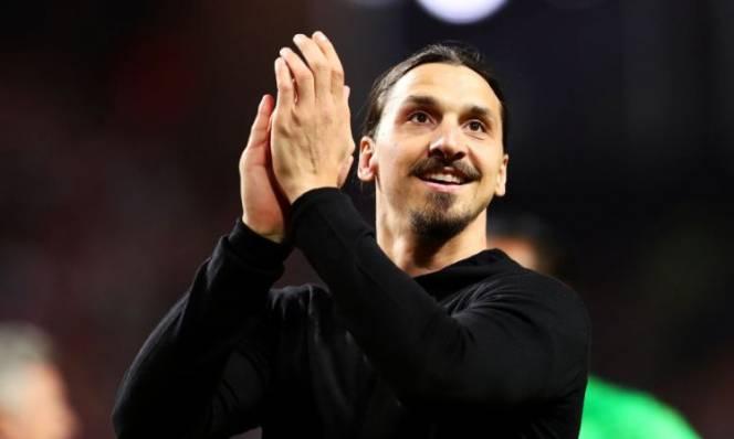 Ibra nhận số áo huyền thoại tại MU, Mourinho cùng lúc đón hai tin vui