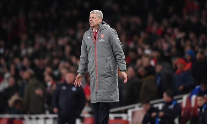 Lý giải nguyên nhân vì sao Wenger chuyển sang sơ đồ 3 hậu vệ