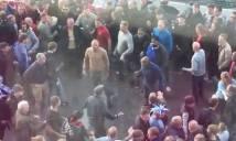 NÓNG: Fan Arsenal và Man City choảng nhau sau trận bán kết FA Cup