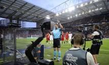 Hy hữu với quyết định gây tranh cãi của trọng tài ở trận Bán kết UEFA rạng sáng nay