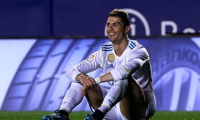 Chuyên gia người Anh hạ thấp giá trị Ronaldo, đề cao Messi