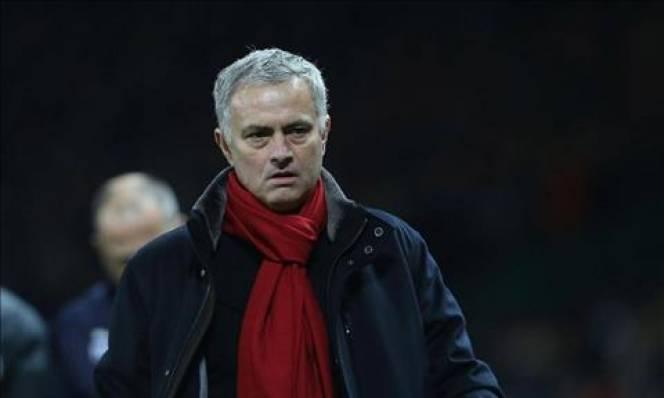 Mourinho lôi Man City ra làm bia bảo vệ cầu thủ Man Utd