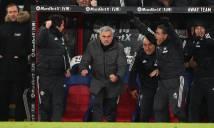 SỐC: Đá chai nước vào CĐV Palace, Mourinho đối mặt với án phạt từ FA