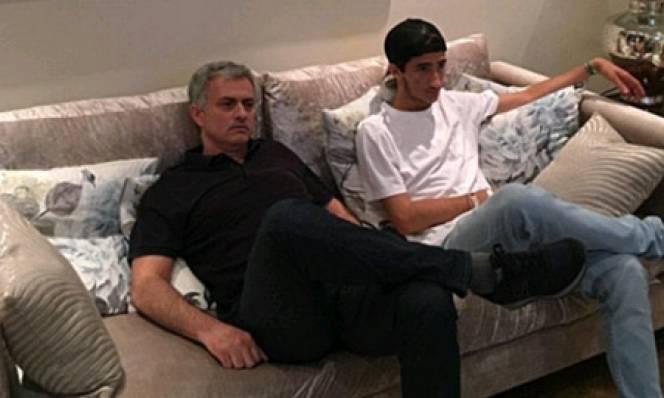 Mourinho chăm chú theo dõi 'Quỷ đầu đàn' thi đấu