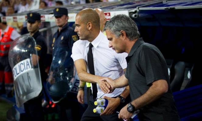 Pep Guardiola đá xoáy Man United của Mourinho