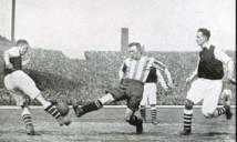 NGÀY NÀY NĂM XƯA: Trận bóng đá đầu tiên phát trực tiếp qua đài phát thanh