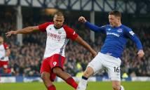 SỐC: Mải mê tranh chấp bóng, sao Everton gãy chân kinh hoàng