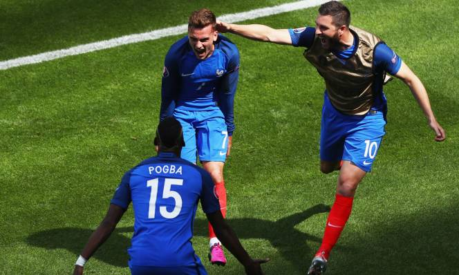 Griezmann, Lloris thi nhau lập kỷ lục cho ĐT Pháp