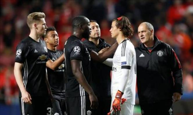 Lukaku nói gì với thủ môn đáng thương của Benfica?