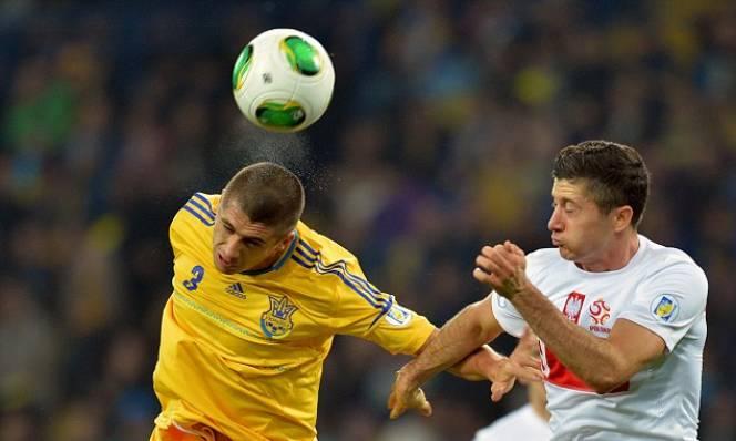 Thi đấu lép vế, Ba Lan vẫn vượt qua Ukraine