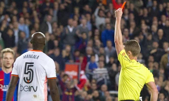 Tại La Liga, Barca hưởng lợi nhiều từ trọng tài