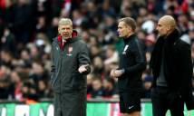 """Thua mất mặt trước Man City, Wenger còn bị trọng tài thứ 4 """"troll"""