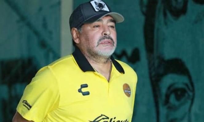 Huyền thoại Maradona nhập viện khẩn cấp do xuất huyết dạ dày
