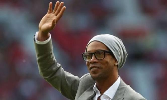 Ronaldinho giải thích nguyên nhân bỏ MU, chọn Barca