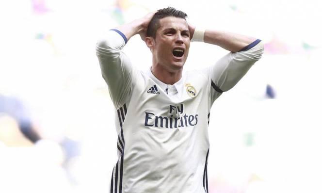 Ronaldo bị báo thân Barca tố xúc phạm trọng tài