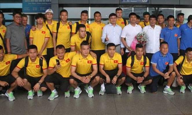 Đội tuyển Việt Nam lên đường sang Indonesia